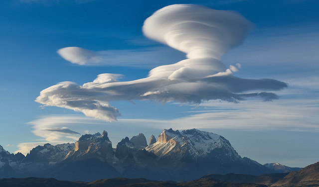Chantilly clouds over Cuernos del Paine (part 1)