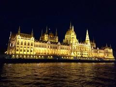 Budapest Parlament gestern Abend vom Schiff aus