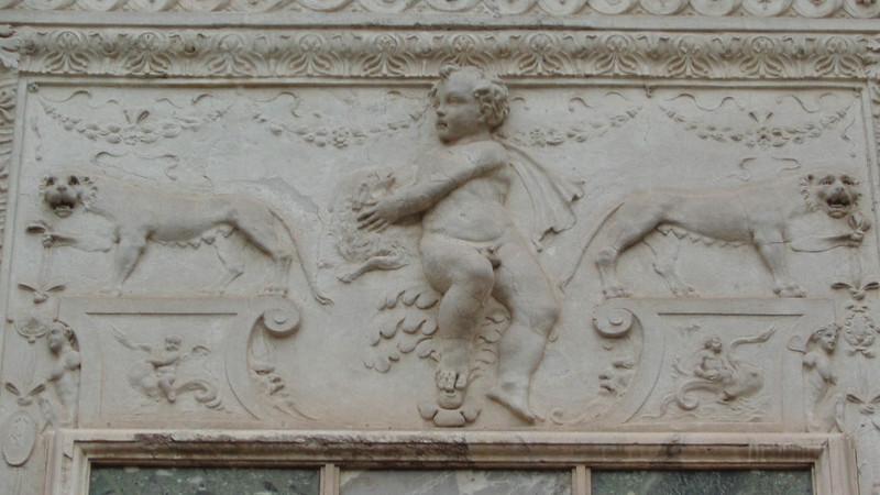 047-арка между дворами (деталь)
