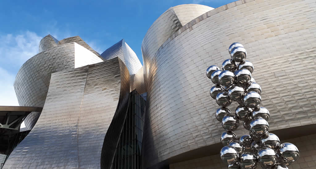 Fietsen in Bilbao, langs het Guggenheim Museum | Mooistestedentrips.nl