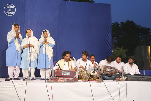 Devotional song by Sadhna and Saathi from Siddhartha Nagar UP