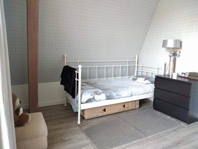 Wit bed met spijlen slaapkamer