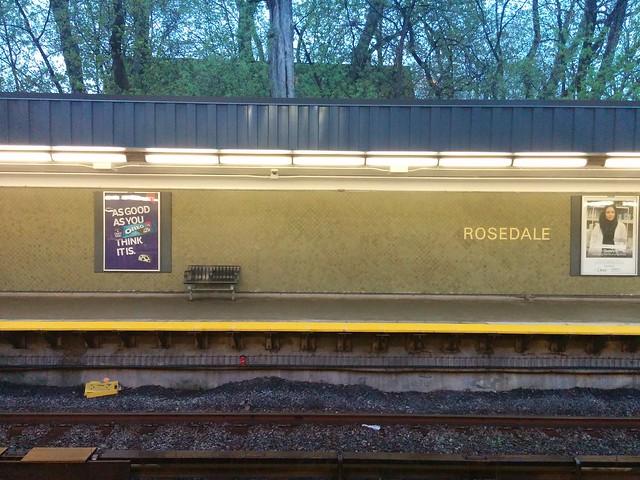 Rosedale, in the evening rain #toronto #rosedale #trc #subway #line1 #evening #rain #lines