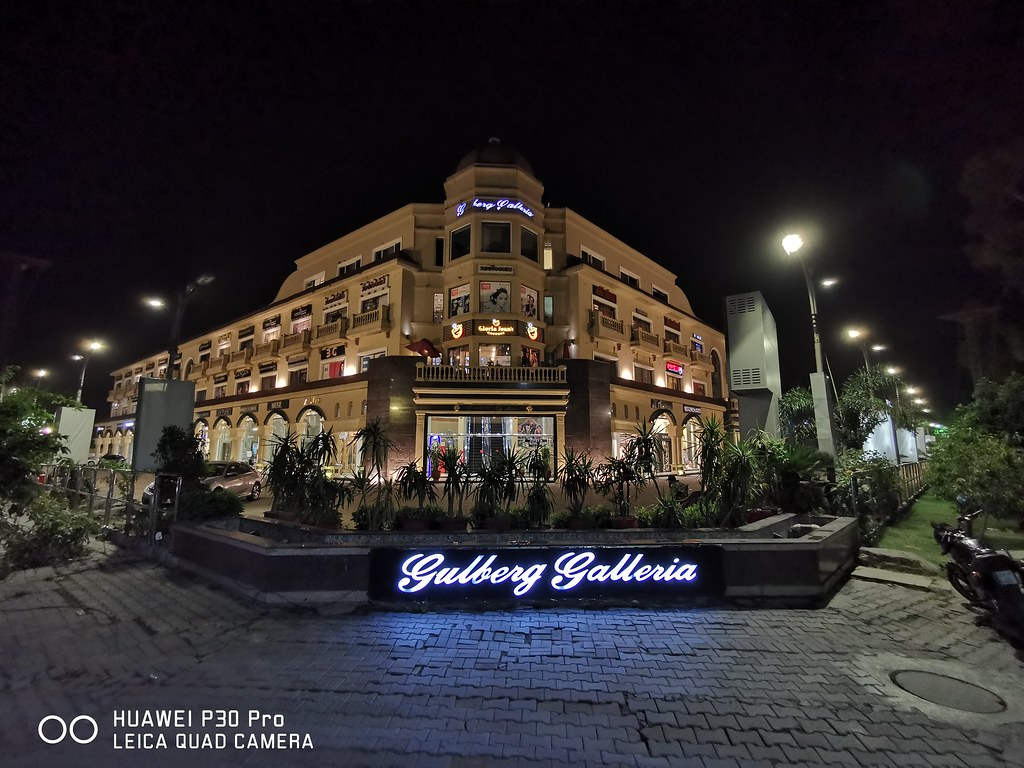 Gulberg Galleria Picture with Ultra Wide Angle lens on Huawei P30 Pro