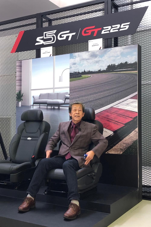 6:水野副總展示S5GT_GT225不同的座椅配置.水野副總展示S5GT_GT225不同的座椅配置+1