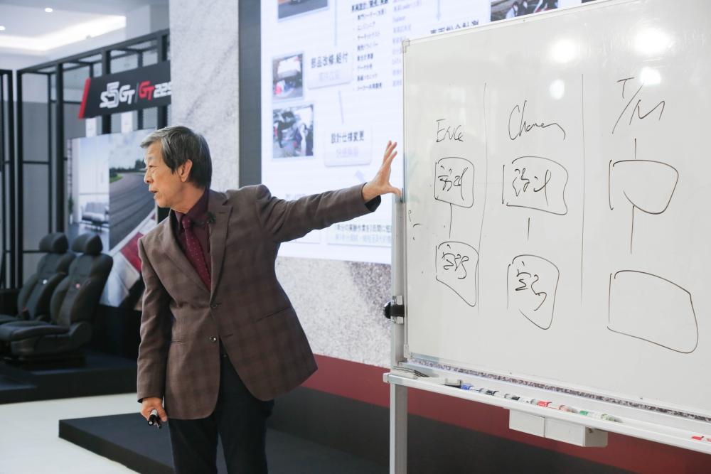 5:華創車電資深副總水野和敏先生於S5 GT上市發表會舉辦水野講堂與媒體互動(圖為華創車電資深副總水野和敏先生)
