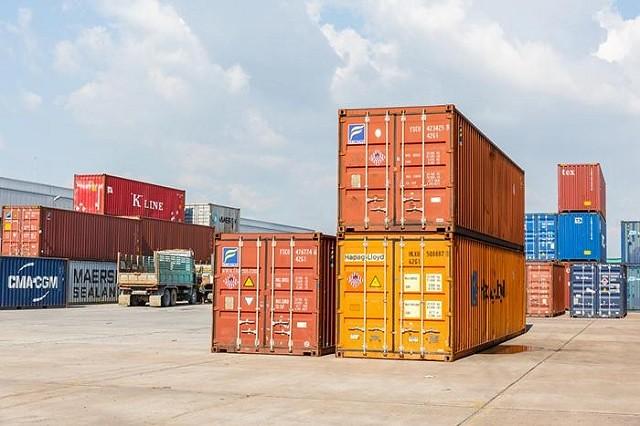 Hình 1. kho bãi được sử dụng bằng container tiết kiệm diện tích.