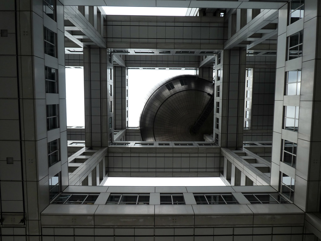 """Hachitama"" Spherical Observation Room"