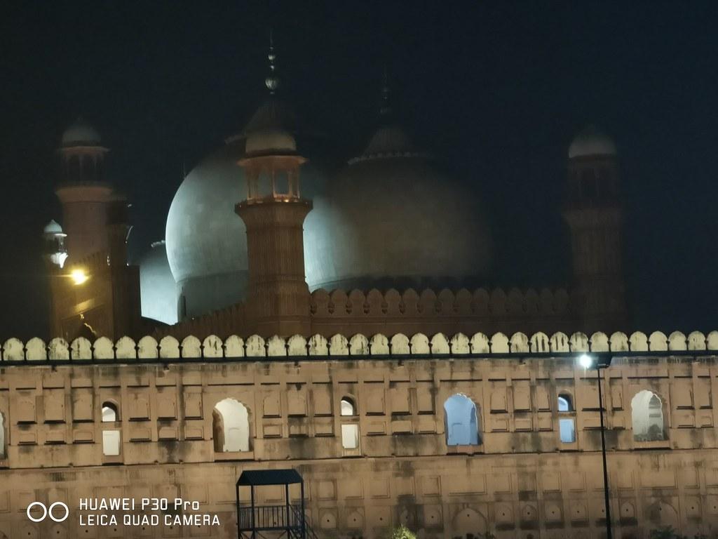 Badshahi Mosque with 5X zoom on Huawei P30 Pro
