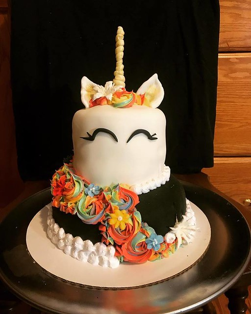Unicorn Cake by Madi's Fatties