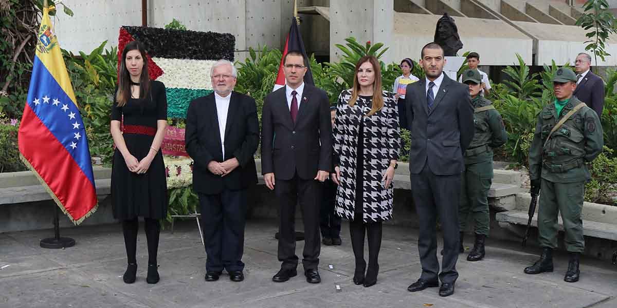 Ofrenda floral ante el busto de Yasser Arafat por la embajada del Estado de Palestina con motivo de Al Nakba
