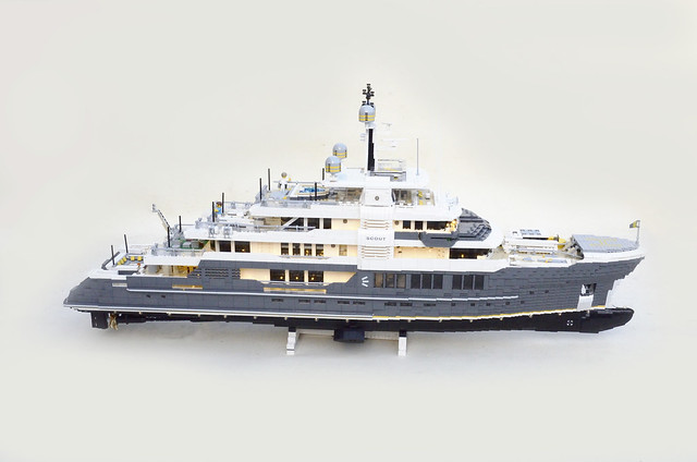 M/Y Scout. A 123cm long super yacht. Apr. 14000 bricks