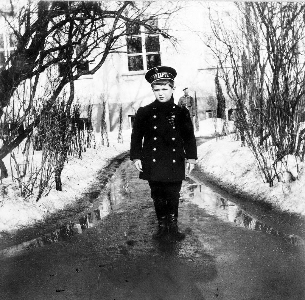 1910. Цесаревич Алексей около Александровского дворца