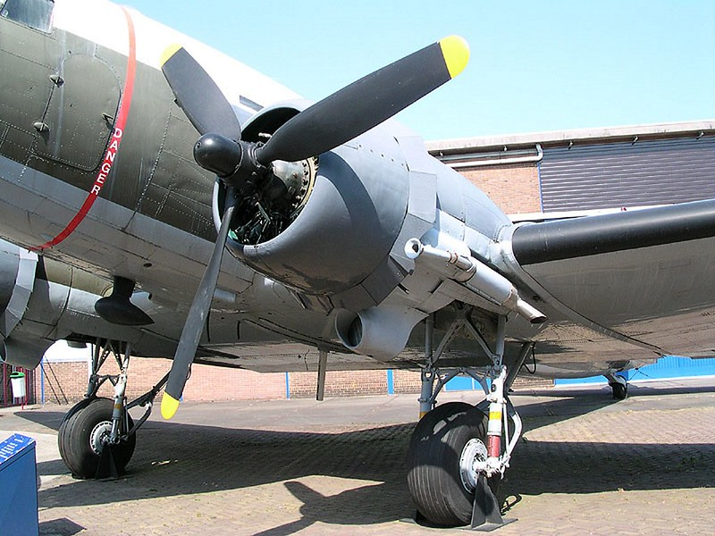 Douglas C-47 Skytrain-Dakota 00005