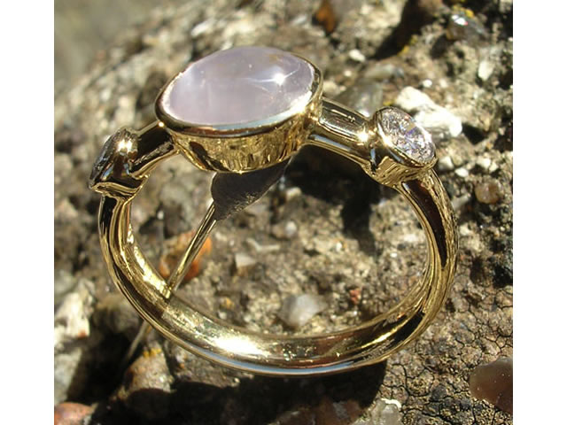 Star sapphire & diamond ring in 18 carat yellow gold