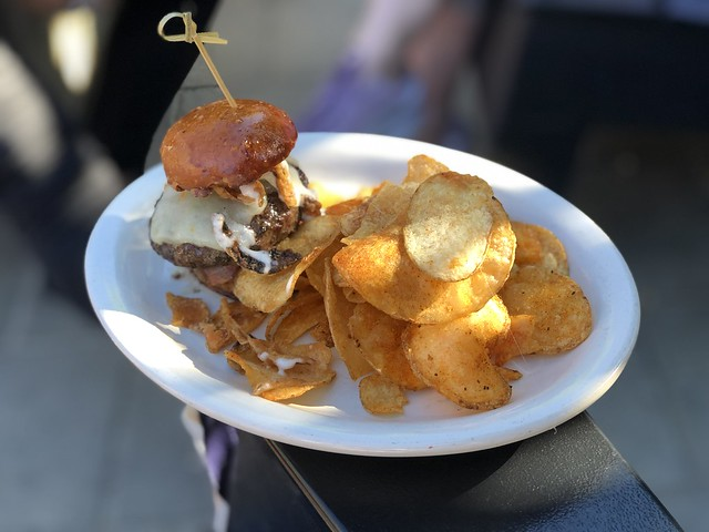Beef slider with chips