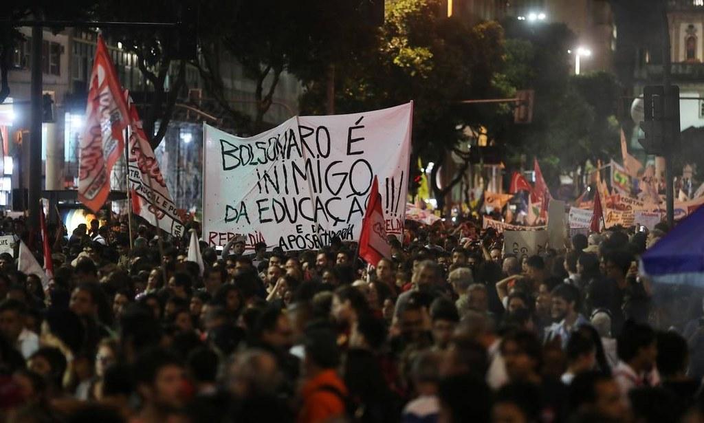 Bolsonaro sobre protestos contra cortes na educação: