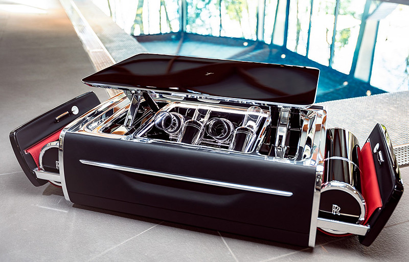 4601f7a8-rolls-royce-champagne-chest-6