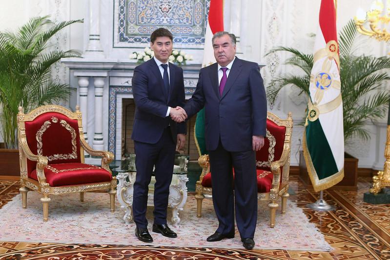 Лидер нации Эмомали Рахмон встретился с Министром иностранных дел Республики Кыргызстан Чингизом Айдарбековым