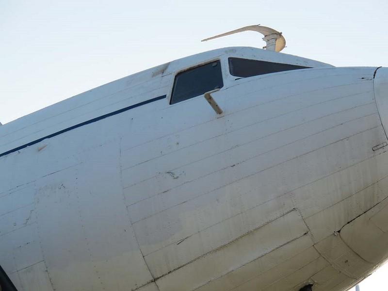 Douglas DC-3 00003