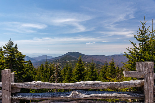 northcarolina ncmountains yanceycounty parks stateparks mtmitchellstatepark nationalparks blueridgeparkway mountainviews blueskywispyclouds fencesgates april2019 april 2019 canon24704l