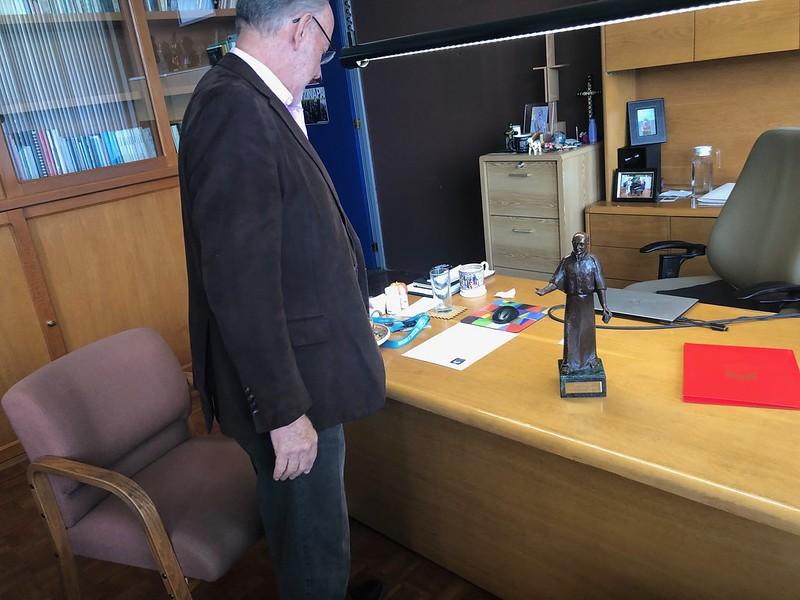 En su despacho