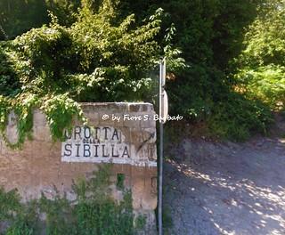 Pozzuoli (NA), 2002, Sul Lago d'Averno. La Grotta della Sibilla.
