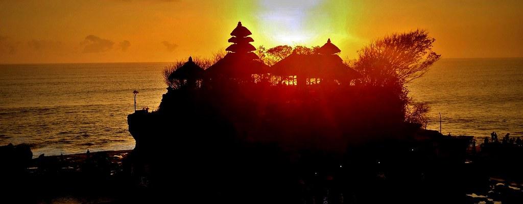 INDONESIEN, Bali -  Sonnenuntergang am Meerestempel Pura Tanah Lot am Ind. Ozean, (serie) 18218/11497