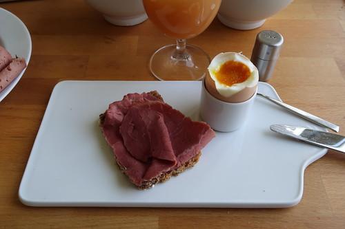 Rindersaftschinken auf Dinkelsaftkornbrot zum Frühstücksei