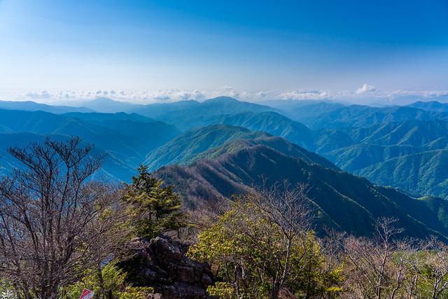 ミサカ尾根と奥多摩の山々