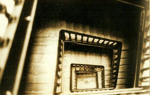 Escalera, inclinada, de la casa de la calle de la Cruz, 6, de Bilbao