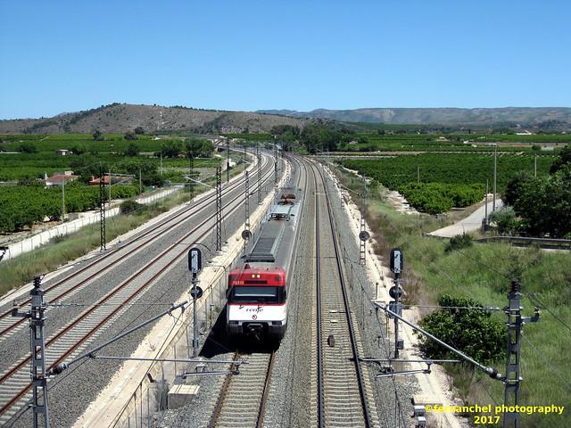 Tren de Cercanías de Renfe (Línea C-2) a su paso por XATIVA (Valencia)