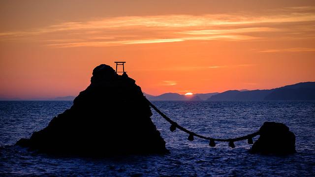 夫婦岩と日の出 / Meoto Iwa Sunrise