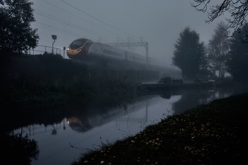 england unitedkingdom uk gb greatbritain nikon d7100 october 2017 railway railroad train canal staffordshire worcestershire mist morning fog virgin pendolino