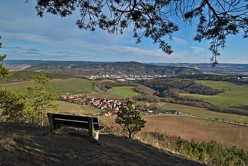 aussicht deutschland landschaft orte rudolstadt thüringen thuringia zeigerheim liske landscape bench viewpoint winter sunny saale saaletal darktable samsungnx