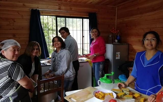 EPE y 6° básico B colaboran en Comedores Solidarios