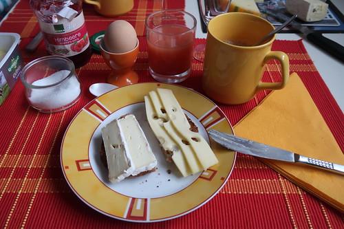 Toastie belegt mit Camembert und Emmentaler