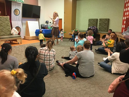 Lapsit Storytime | by Fountaindale Public Library