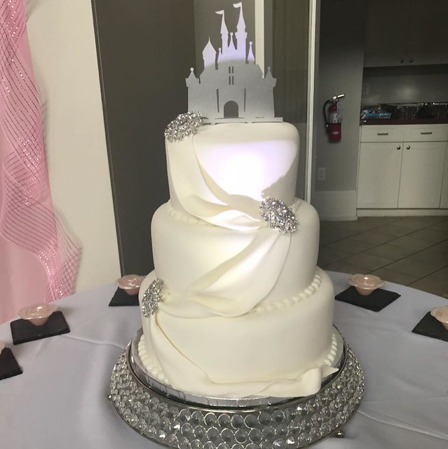 Cake by Delicious Cakes