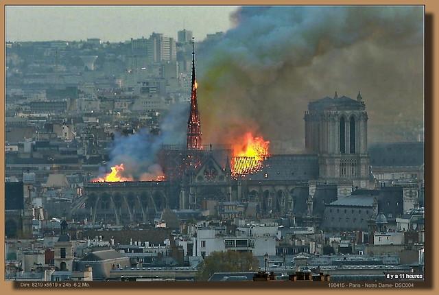 DSC0003                                                                           Notre-Dame de Paris en feu_ la flèche s'est effondrée sur elle-même