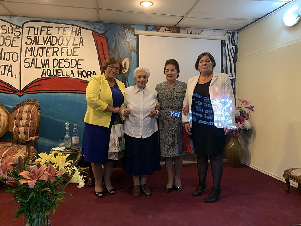 """""""Mujeres con Poder"""": Confraternidad de Dorcas en Iglesia El Bosque"""