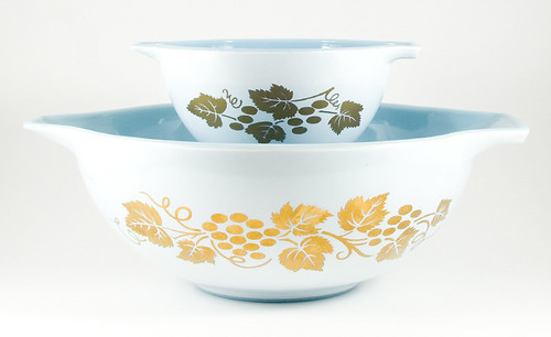 1960-1961 Pyrex Golden Grapes Chip & Dip Cinderella Bowls | by owntwohands