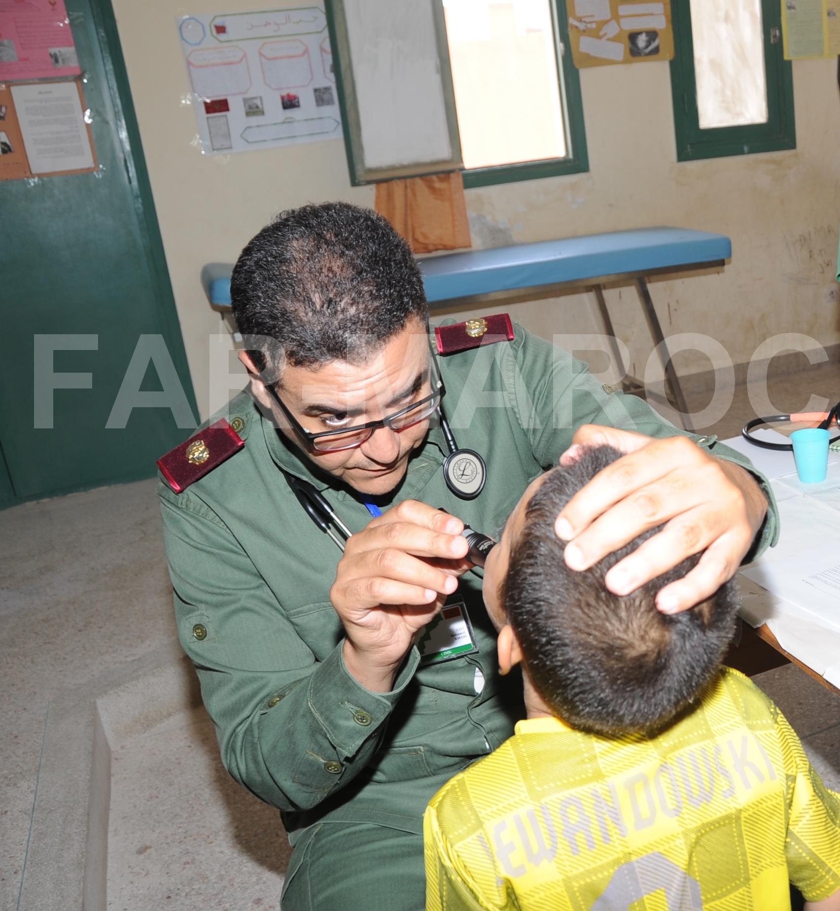 Les Opérations Humanitaires menées par nos Glorieuses Forces Armées Royales 40664437213_e3c0f9a929_o