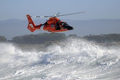 Sector Humboldt Bay conducts hoist training