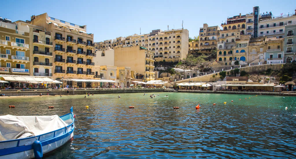 Leuke badplaats op Gozo: Xlendi