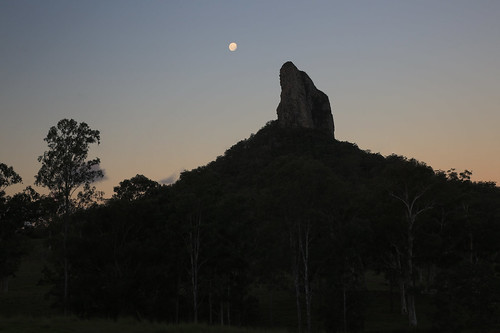 australia queensland sunshinecoast ntains glasshousemountains landscape silhouettte mountain trees moon sky