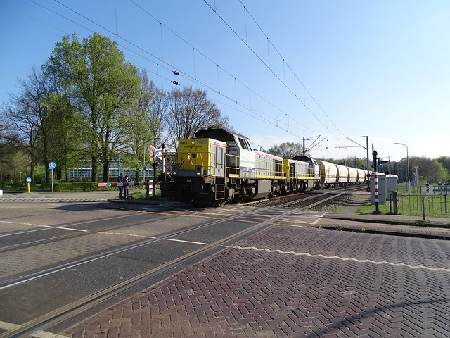 Lineas 7866 + 7867 with Lime Train at Venlo,the Netherlands , April 10,2019