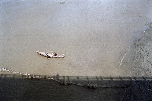 af2880mmf3345g nikon bridge travelphotography water brahmaputra mymensingh fujicolorc200 fujifilm nikonf80 jamalpur nikonn80 fishing travel river rural pacificimageprimefilm3650pro3 sheikhshahriarahmed bangladesh boat analogphotography film analog men