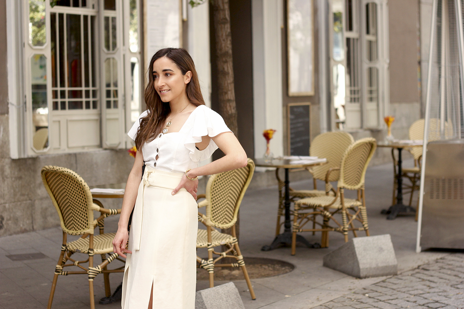 white linen skirt street style spring outfit10