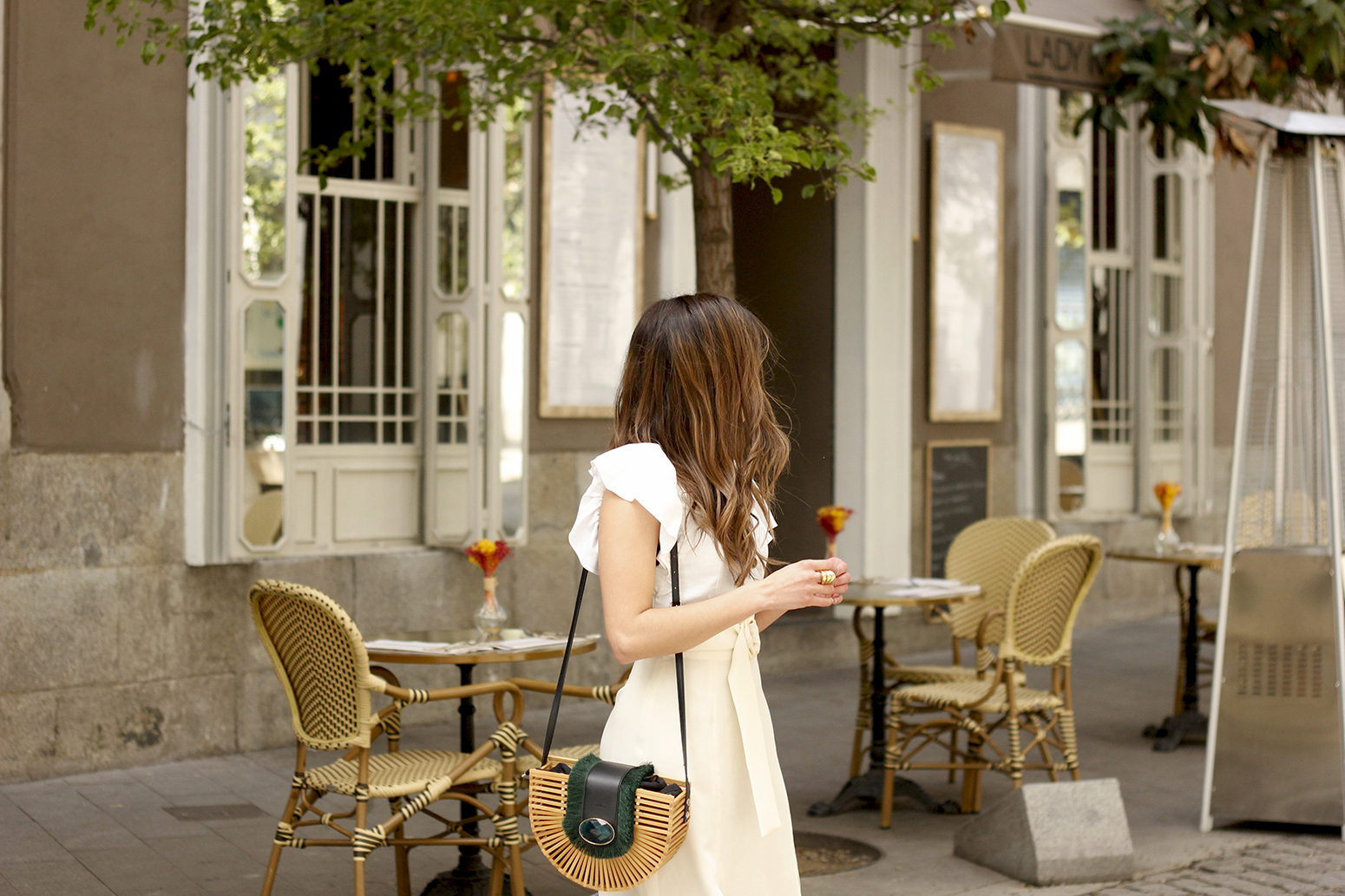 white linen skirt street style spring outfit16
